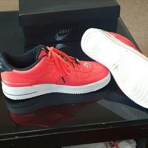 Nike Air Force 1 Lazer crimson